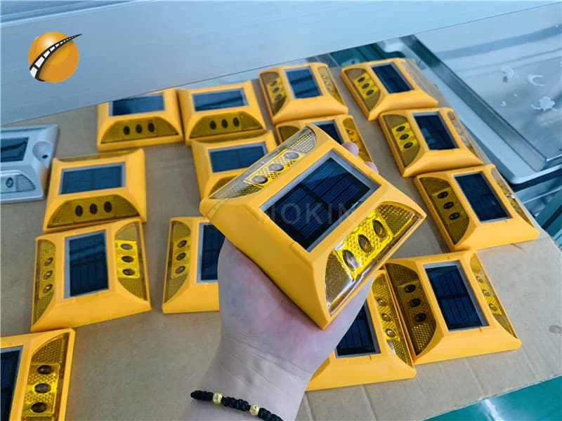 2ml autosampler vialPlastic Solar Road Pavement Markers For Motorway