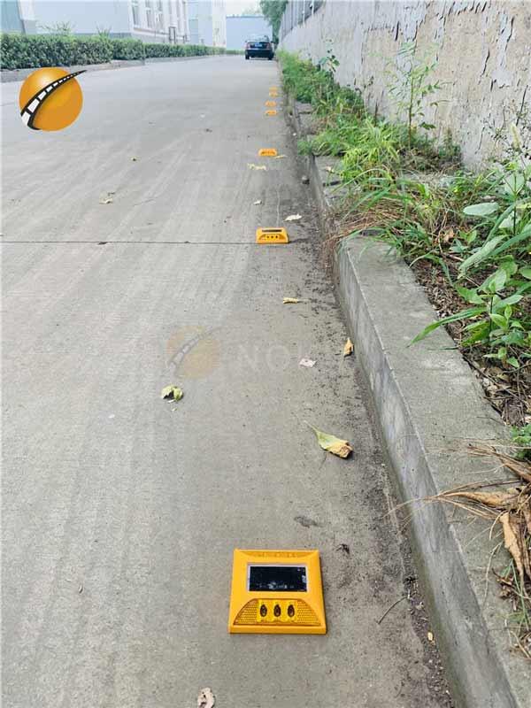 2ml autosampler vialPlastic Solar Road Spike For Highway